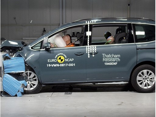 Volkswagen Sharan - Frontal Offset Impact test 2019