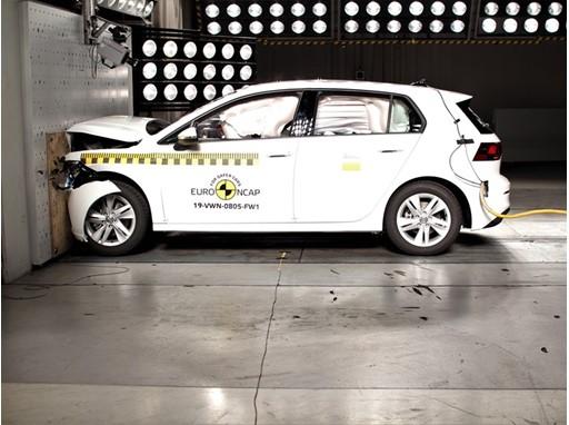 Volkswagen Golf - Frontal Full Width test 2019