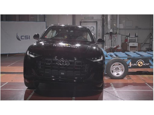 Audi Q8 - Side crash test 2019