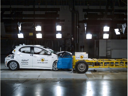 Toyota Yaris - Mobile Progressive Deformable Barrier test 2020
