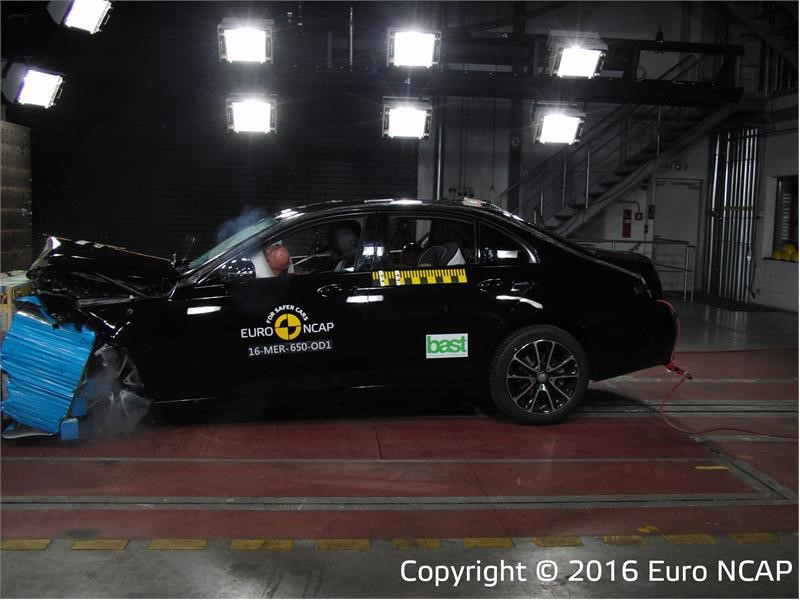 Euro NCAP Newsroom : Top marks for Mercedes-Benz E-Class and ...