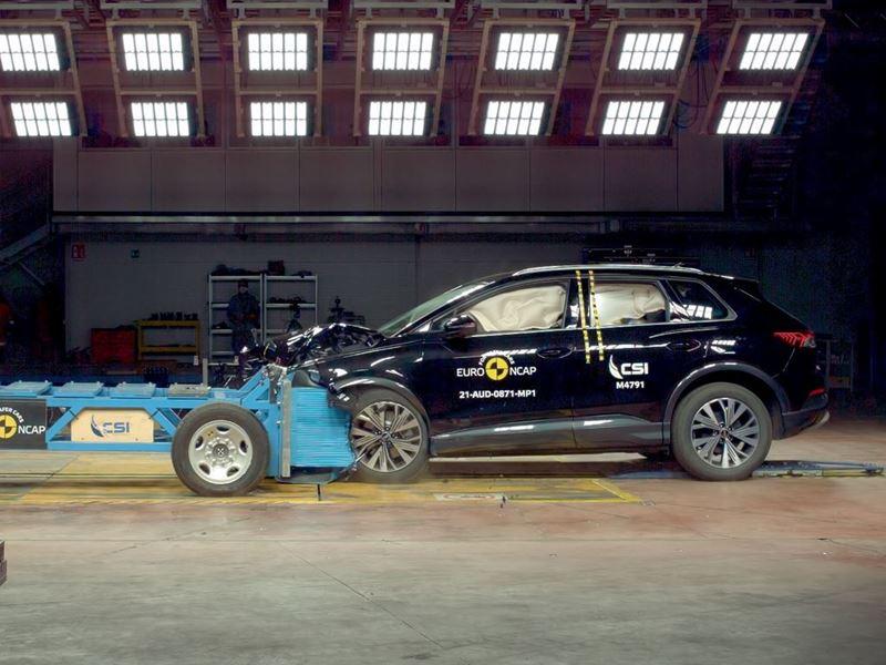 Audi Q4 e-tron - Mobile Progressive Deformable Barrier test 2021