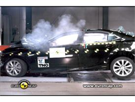 Lexus IS 300h  - Crash Tests 2013