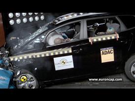 Kia Carens  - Crash Tests 2013