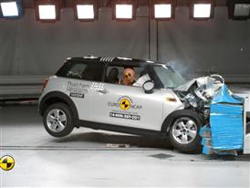 MINI Cooper - Crash Tests 2014