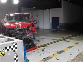 Renault Trafic - Crash Tests 2015