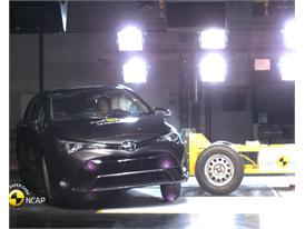 Toyota Avensis - Crash Tests 2015