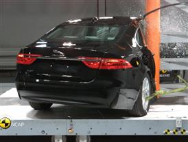 Jaguar XF - Crash Tests 2015