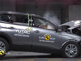 Peugeot 3008 - Crash Tests 2016