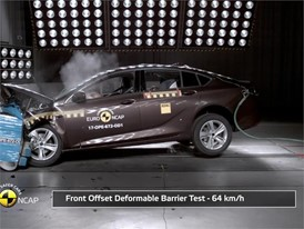 Opel Insignia- Crash Tests 2017