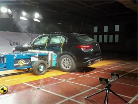 Alfa Romeo Stelvio - Crash Tests 2017