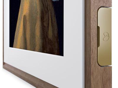 MC327HW 27-CloseUp-Transparent-vertical-Walnut