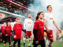 Porsche sucht 911. Einlaufkind bei Bundesliga-Heimspiel von RB Leipzig
