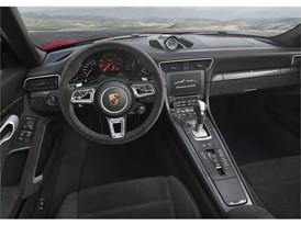 911 Carrera 4 GTS Cabriolet - Interior