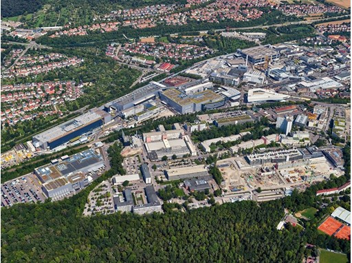 Stuttgart-Zuffenhausen is the cradle of sports car construction. And with the production of the Taycan, Porsche is now w
