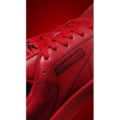 Maison Margiela x Reebok ClubC MM red DETAILS 01 1080X1920
