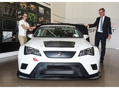 SEAT Sport delivers the 100th SEAT Leon Cup Racer