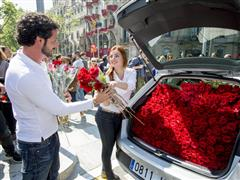 1,500 roses for a car