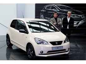 Alejandro Mesonero - Romanos, head of design at SEAT and Frans Bonet, MANGO's head of image, with the new model