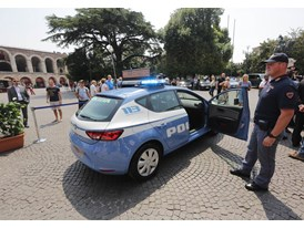 Italian Police Force Puts Faith in the SEAT Leon 2