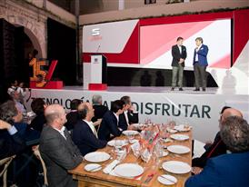 Luca de Meo, SEAT Executive Committee President, and  Edgar Estrada, SEAT Brand director, celebrating the 15th anniversa
