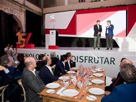 Luca de Meo, SEAT Executive Committee President, and  Edgar Estrada, SEAT Brand director, celebrating the 15th anniversa