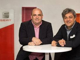 Conector founding partner Carlos Blanco and SEAT President Luca de Meo in the SEAT offices