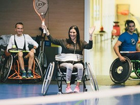 Cristina Sales suffers from a spinal cord injury; since then she has been undergoing rehabilitation treatment.