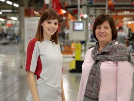 Women currently make up 21% of the workforce on the SEAT assembly line.