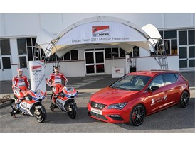 Jorge Lorenzo and Andrea Dovizioso, next to the Leon CUPRA