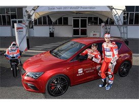 Jorge Lorenzo and Andrea Dovizioso, at the wheel of the Leon CUPRA