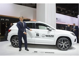Visitors to the SEAT stand at the Motorshow can, for the first time, try out the new Waze for Android Auto