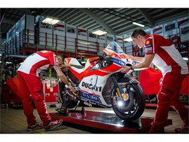 Ducati MotoGP: 157 kilo weights and 250hp