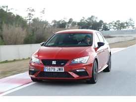 The performance of the SEAT Leon CUPRA 300 enables it to reach 100 km/h in under five seconds