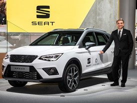Luca de Meo, President of SEAT, next to the new Arona with Amazon Alexa's interactive voice service
