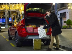 Always place packages in the boot, and never on the rear parcel shelf or rear seats