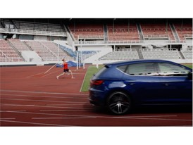 The javelin is thrown at 90 km/h in the challenge and the SEAT Leon CUPRA reaches 100 km/h in under five seconds