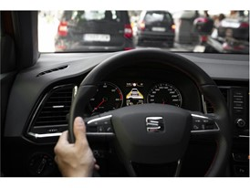 In situations of heavy traffic, drivers can relax thanks to an assistant that automatically switches gears and regulates