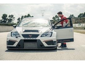 Dovizioso tests the agility of the CUPRA TCR, which enables the riders to drive faster on the track