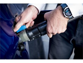 Thanks to a universal filling nozzle, users of CNG cars can refuel at any gas station