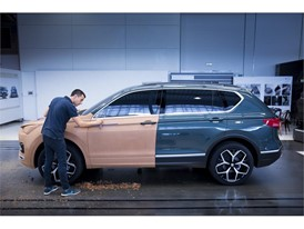Four model makers spent more than 320 hours to make a clay replica of the SEAT Tarraco