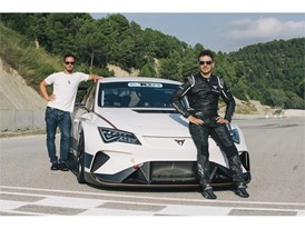 The two CUPRA ambassadors next to the company's first electric racecar