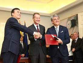 Volkswagen Group China, JAC and SEAT sign new deal, driving forward e-mobility in China
