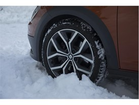 In case of getting stuck in the snow, is important to be very smooth with the throttle in order to gain some traction