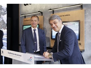 AFGNV President Jean-Claude Girot and Luca de Meo have signed the agreement in the framework of Paris Motor Show