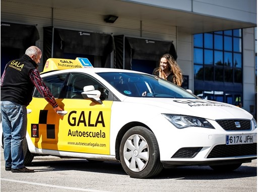 This Spanish driving school features a fleet of cars powered with compressed natural gas and saves €800 per car annually