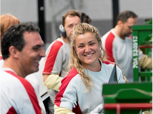 Aroa González, the captain of the Spanish women's national rugby team, in her job at SEAT Barcelona