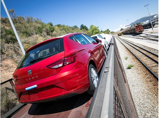 SEAT and Autometro renew the rail transport service for vehicles between Martorell and the Port of Barcelona