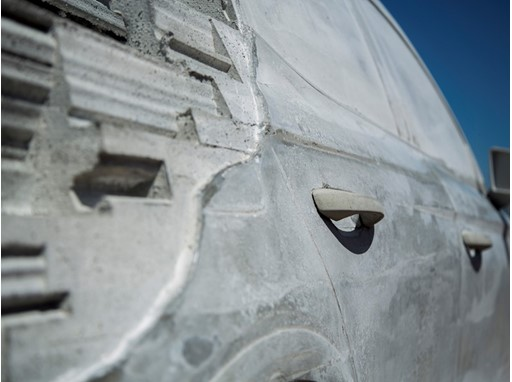 Portuguese artist Alexandre Farto creates a sculpture with 15,000 kg cement that reinterprets the design of SEAT Arona