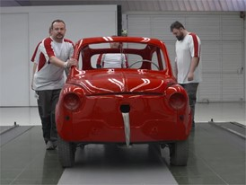 Footage: This is how you restore a 600 convertible